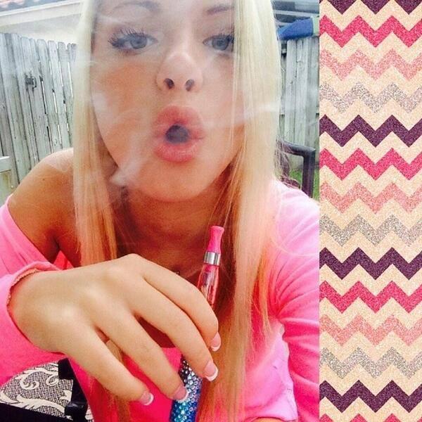 [ARTICLE 25/06/14] Topsanté : Les cigarettes électroniques aux goûts sucrés attirent les jeunes filles 10360510