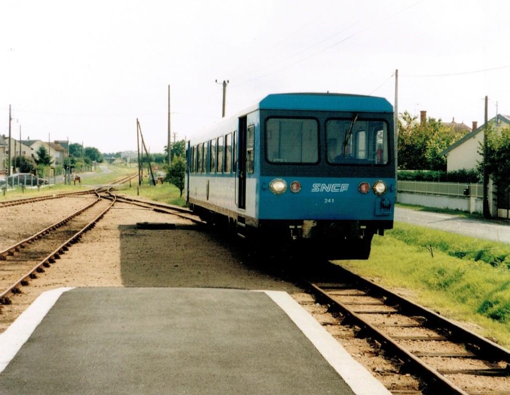 Pk 222,1 : Gare de Chabris (36) Chabri10