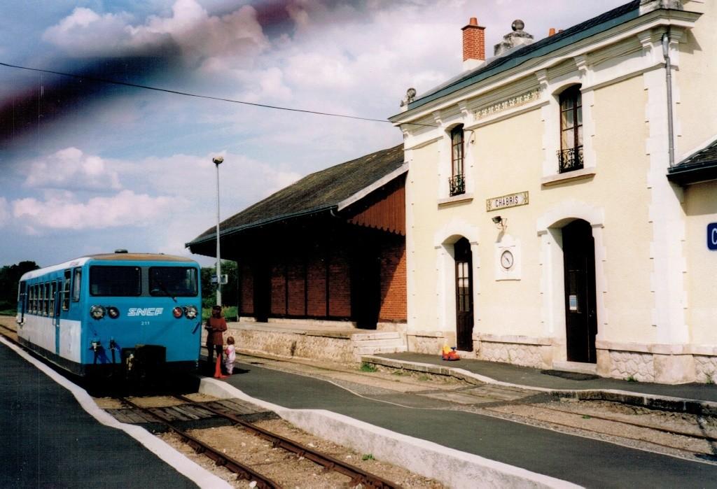 Pk 222,1 : Gare de Chabris (36) Chabri11