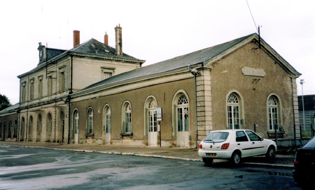Pk 327,1 : Gare du Blanc (36) Le_bla10