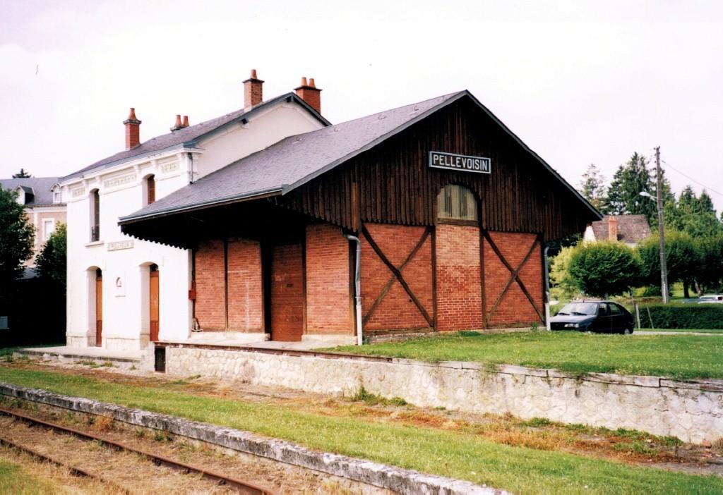 Pk 268,0 : Gare de Pellevoisin (36) Pellev10