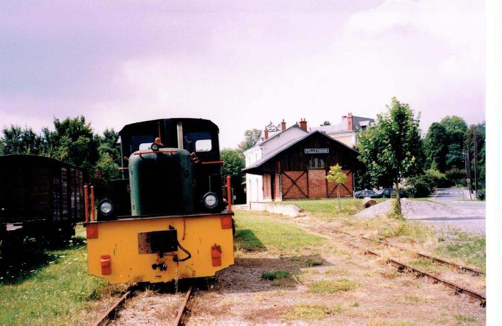Pk 268,0 : Gare de Pellevoisin (36) Pellev11