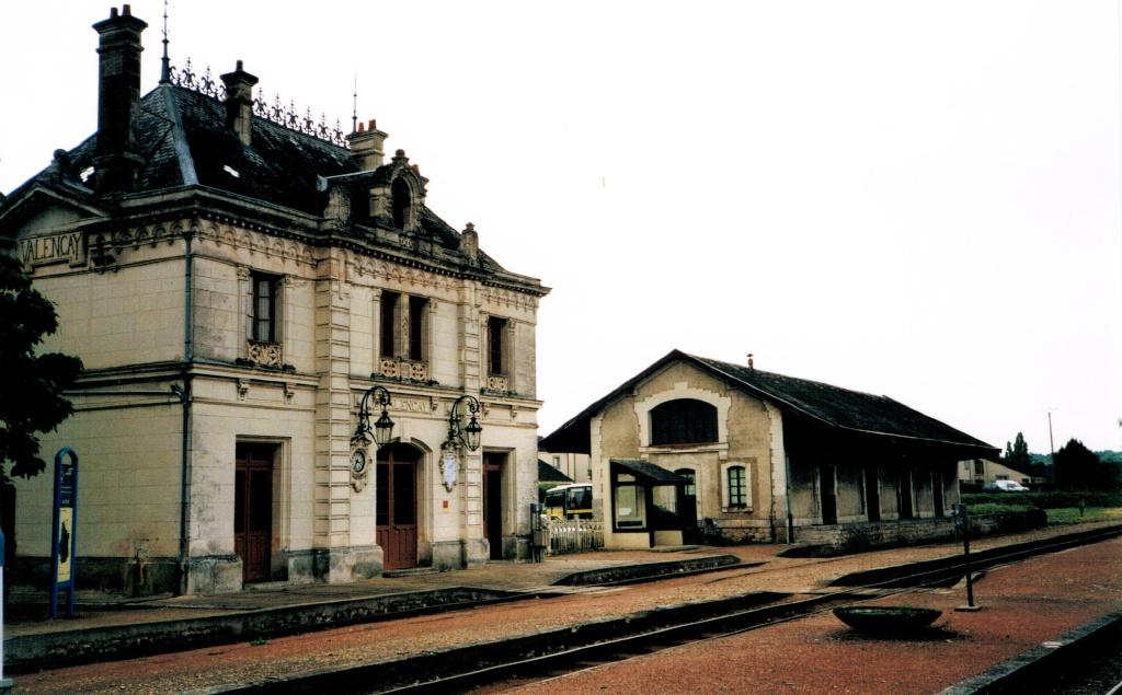 Pk 234,7 : Gare de Valençay (36) Valeny11