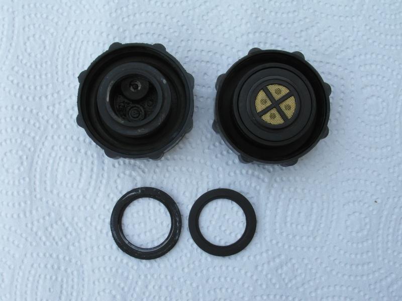 radiator cap ...parts missing ? Sam_0824