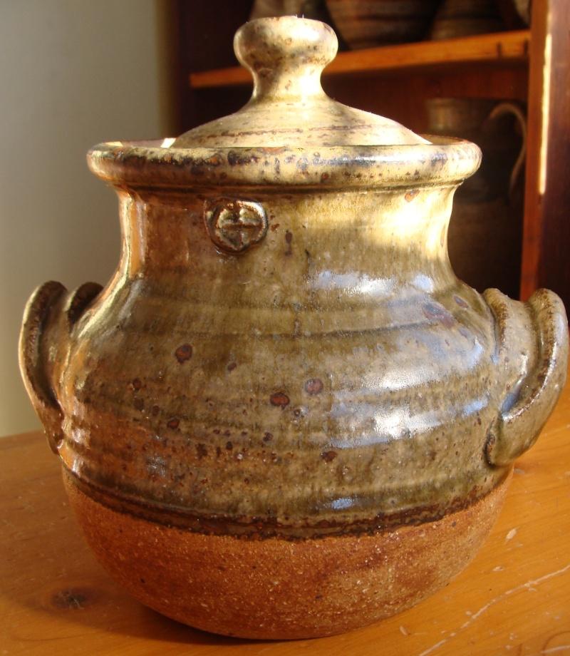 Is this  lidded pot by Andrew van der Putten? Yes !! Dsc04011
