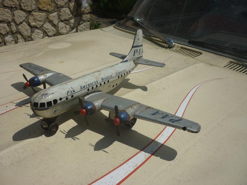 Avions 1950's, futuristes et vaisseaux spaciaux - Vintage Spaceships, Starships and futuristic planes.  P1100821