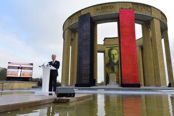 Roi Philippe accompagné de la Reine au Monument Roi Albert 1er ce 28 octobre à Nieuport, Belgique !! 0e2a1210