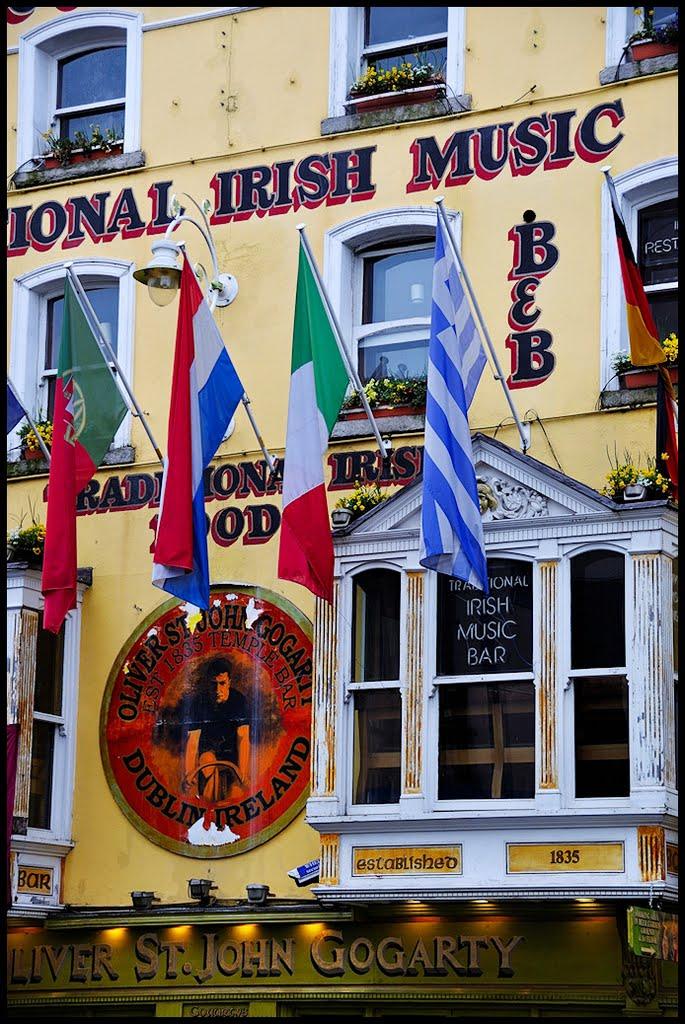 STREET VIEW : Pubs, cafés théatre, cabarets, boites de nuit. 33757810
