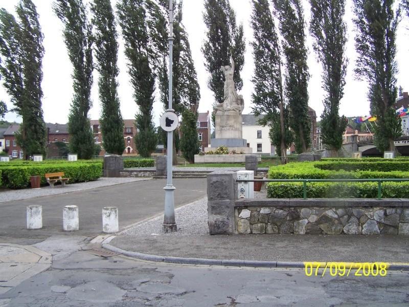A la découverte des mémoriaux et cimetières militaires - Page 5 43584410