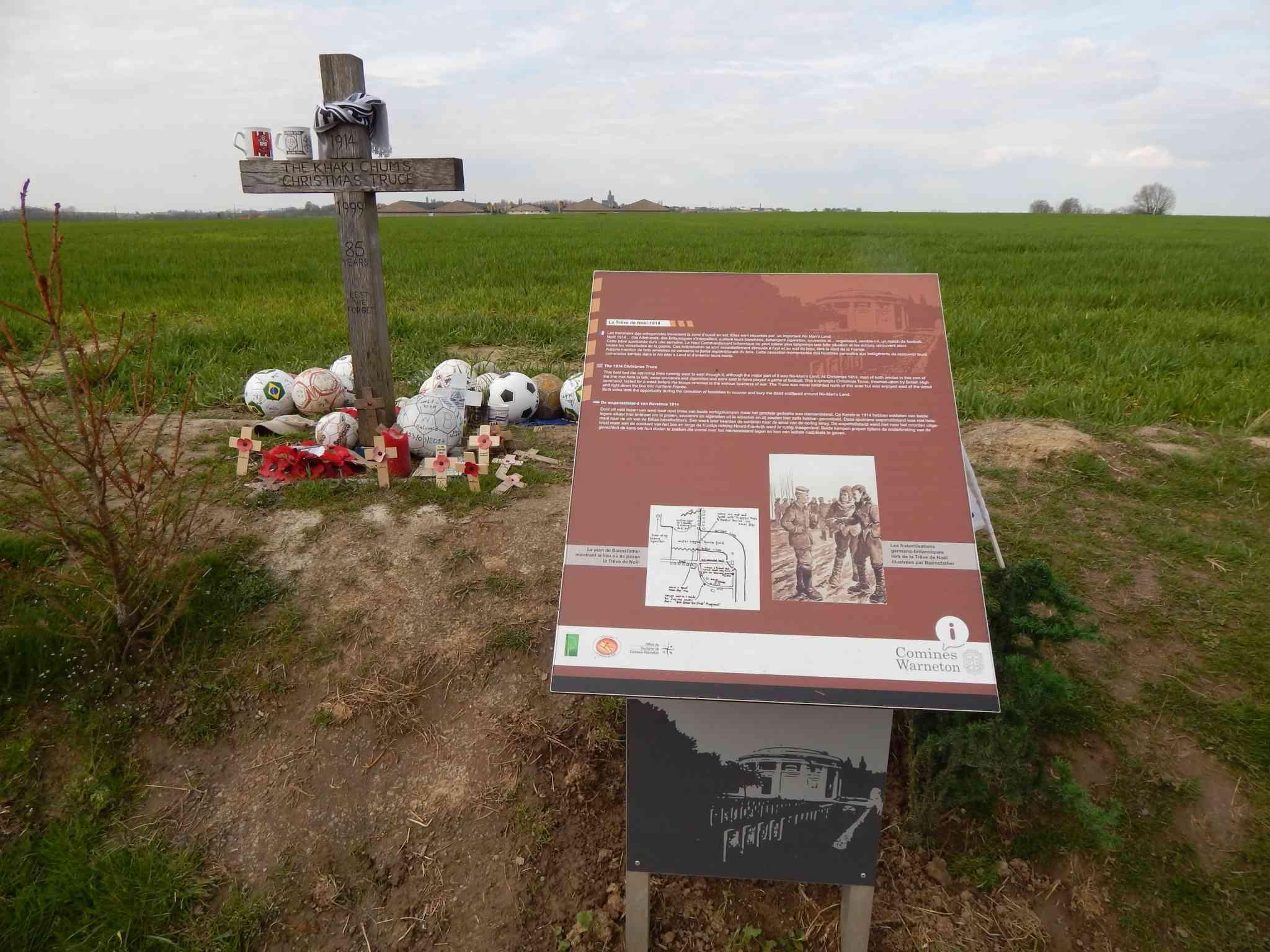 Inauguration par Michel Platini d'un monument en souvenir du match de la paix de Noël 1914 à Ploegsteert - Belgique Dscn2110