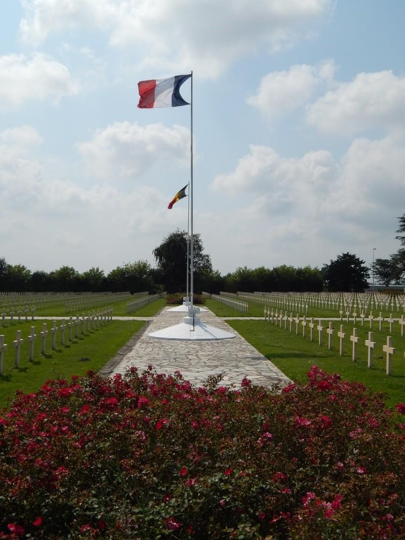 A la découverte des mémoriaux et cimetières militaires - Page 5 Dscn6510