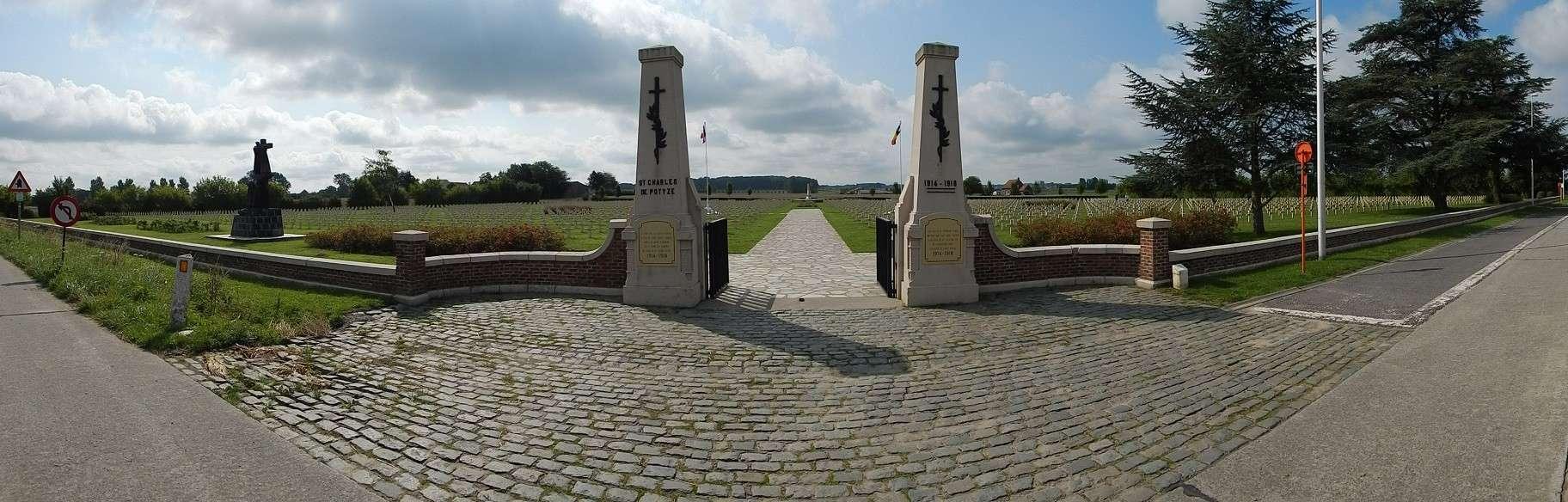 A la découverte des mémoriaux et cimetières militaires - Page 5 Dscn6710
