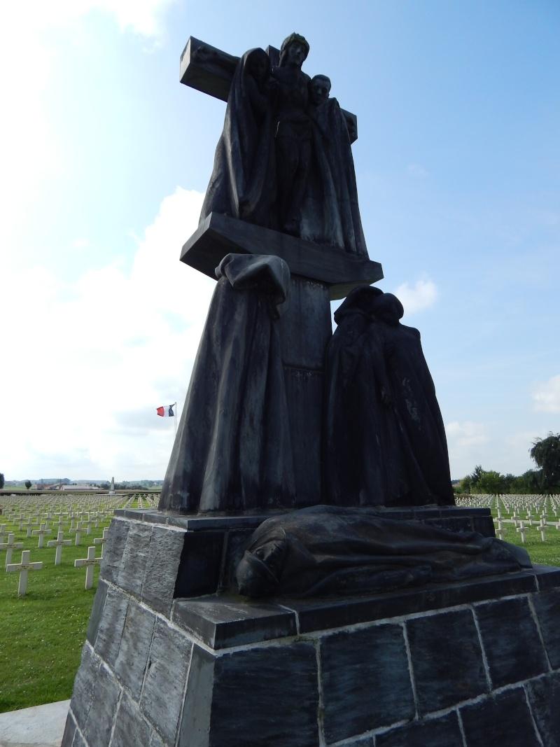 A la découverte des mémoriaux et cimetières militaires - Page 5 Dscn6810