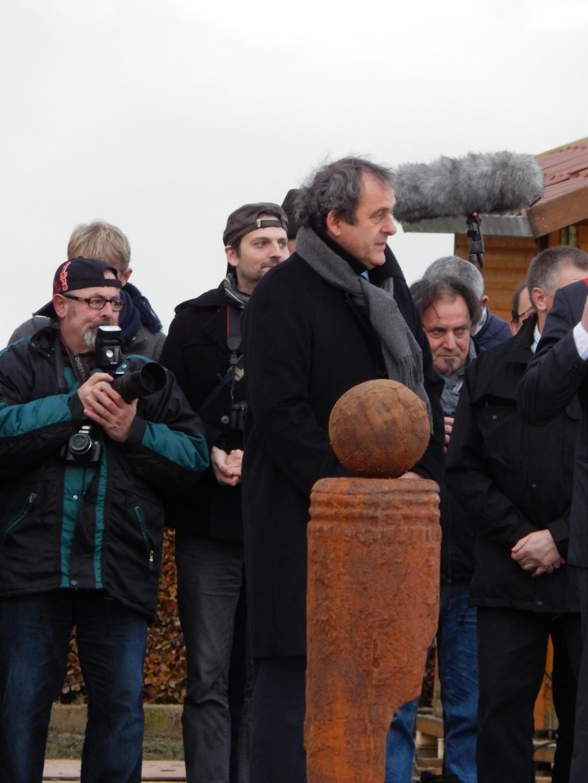 Inauguration par Michel Platini d'un monument en souvenir du match de la paix de Noël 1914 à Ploegsteert - Belgique Dscn9511