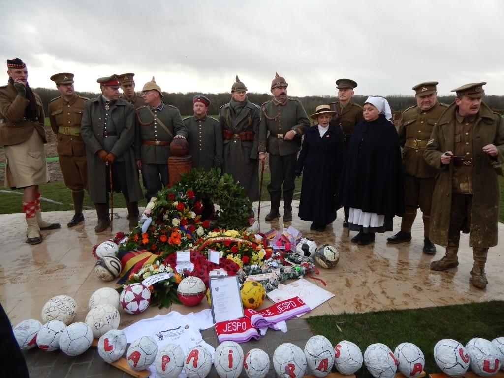 Inauguration par Michel Platini d'un monument en souvenir du match de la paix de Noël 1914 à Ploegsteert - Belgique Dscn9513