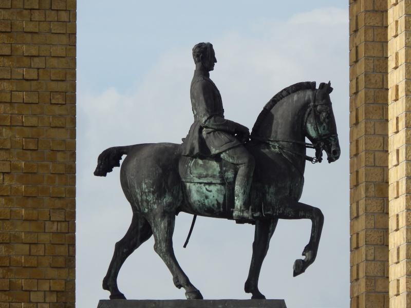 Roi Philippe accompagné de la Reine au Monument Roi Albert 1er ce 28 octobre à Nieuport, Belgique !! Dscn9812
