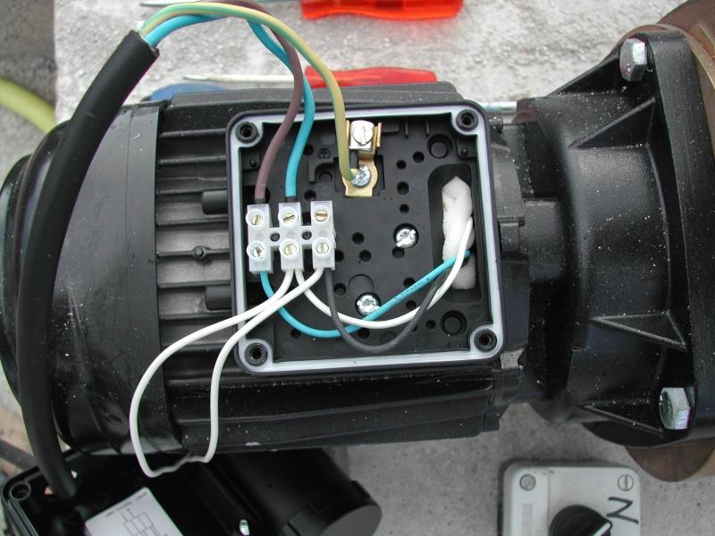 Pompe qui s'arrête au bout d'une minute et repart après une vingtaine de secondes Dscn1211