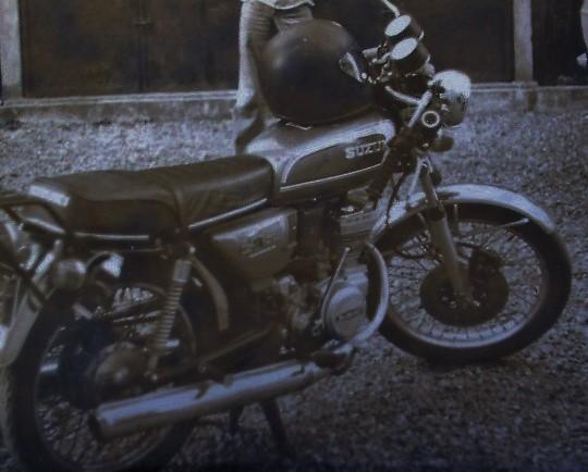 La moto <--- Dscf0319