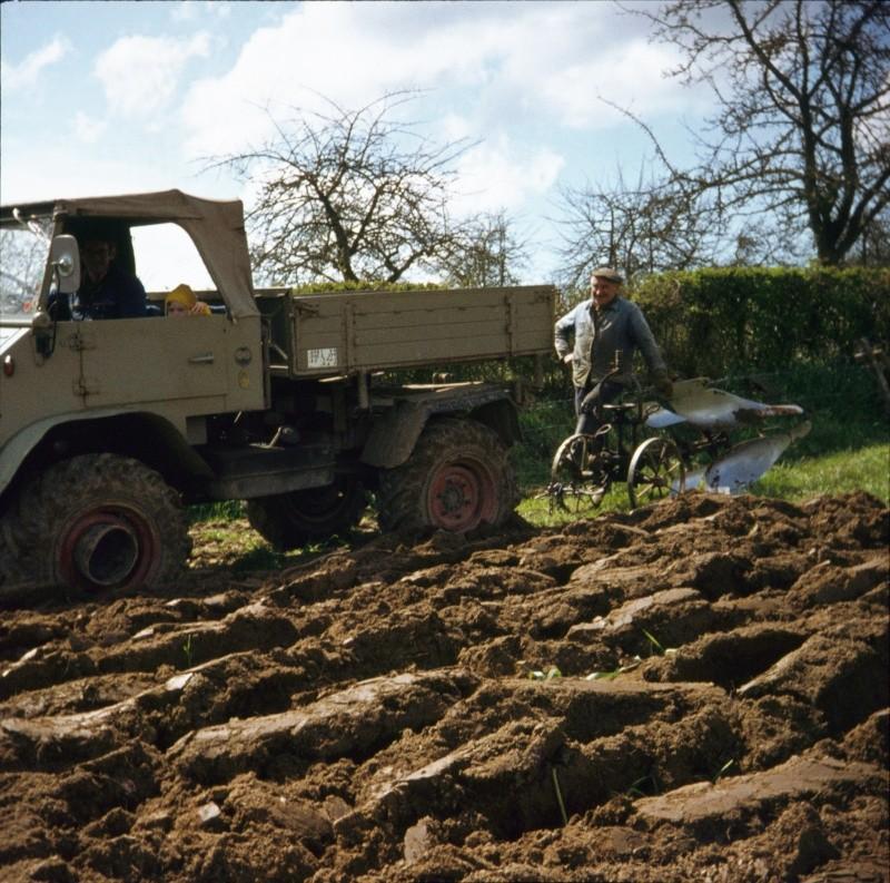 Travaux des champs avec un U411 Bbbbbb12