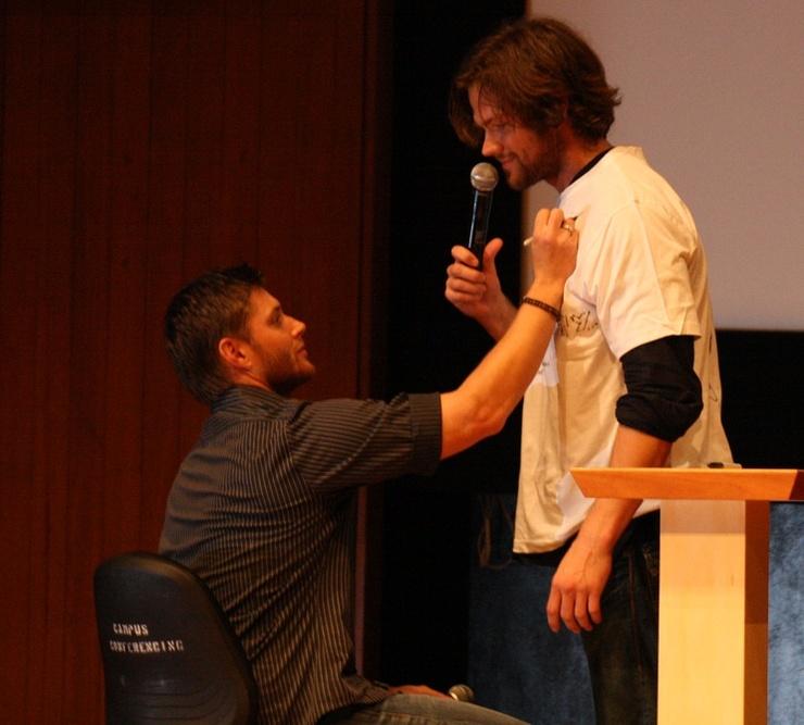 Photos de Jared et Jensen #4 - Page 2 Jj10