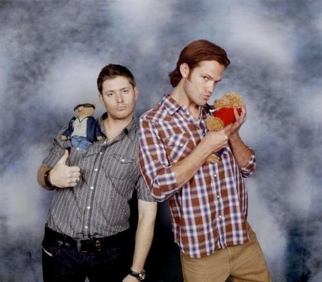 Photos de Jared et Jensen #4 - Page 3 Jj210
