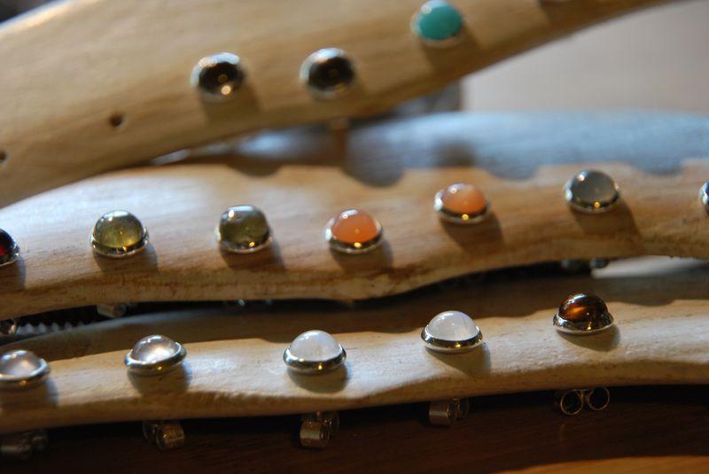 Plus pour la couleur des pierres que pour le travail du bijou... Dsc_0025