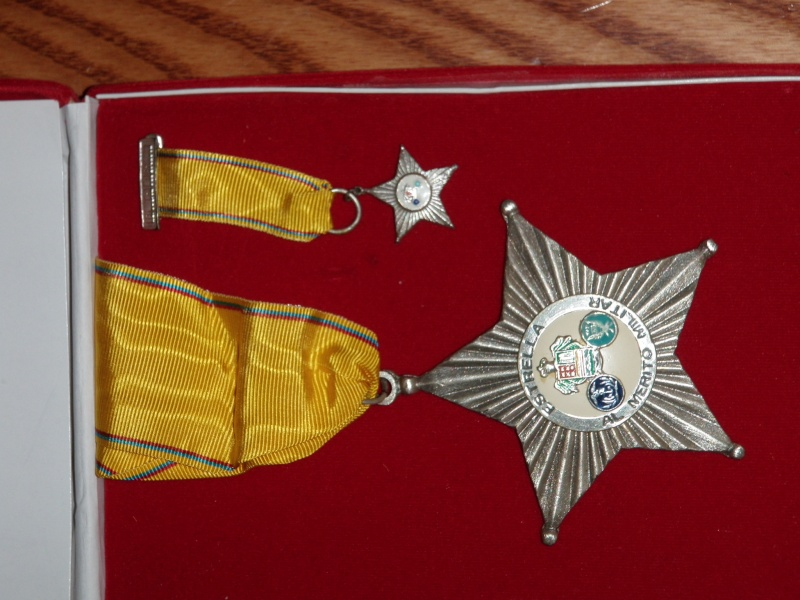 Paraguay military medal P1010366