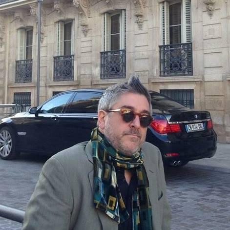 Wearing a scarf??? Paris10