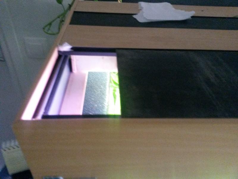 condensation qui coule le long des vitres et goute sur le bois 20140510