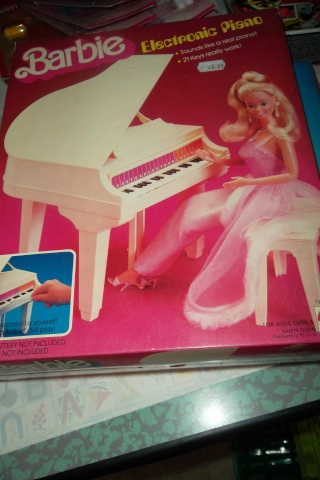 BARBIE , ELECTRONIC PIANO.NUOVO. 04210