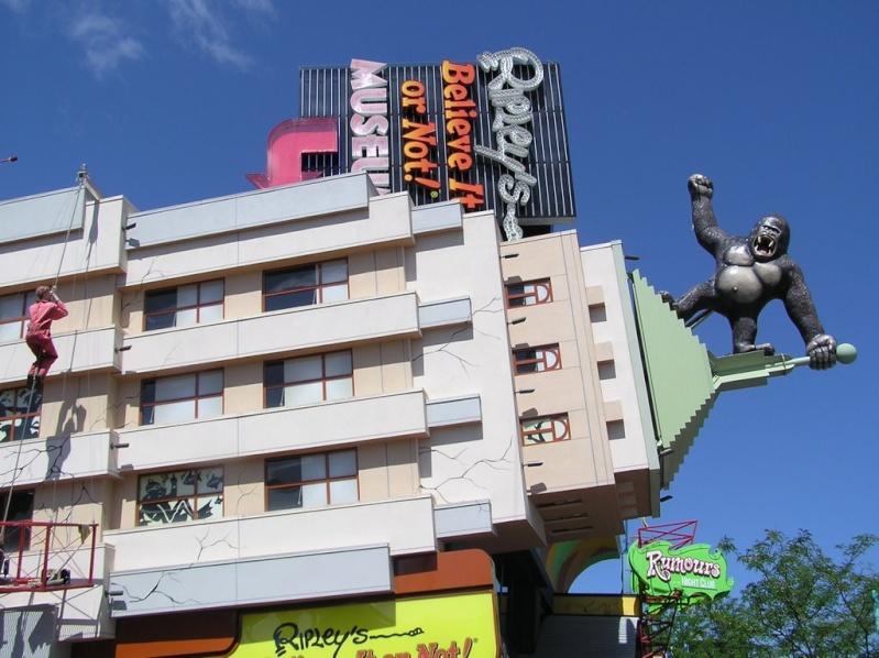 STREET VIEW : King Kong à Niagara Falls (Canada) : trop lourd, le ouistiti ! 52211710