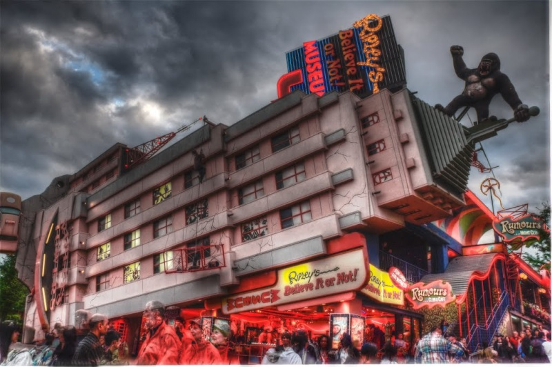 STREET VIEW : King Kong à Niagara Falls (Canada) : trop lourd, le ouistiti ! 55747810