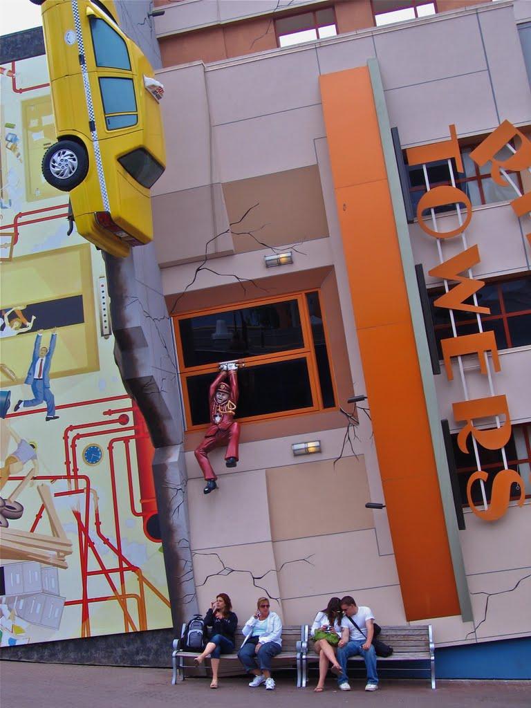 STREET VIEW : King Kong à Niagara Falls (Canada) : trop lourd, le ouistiti ! 59178210