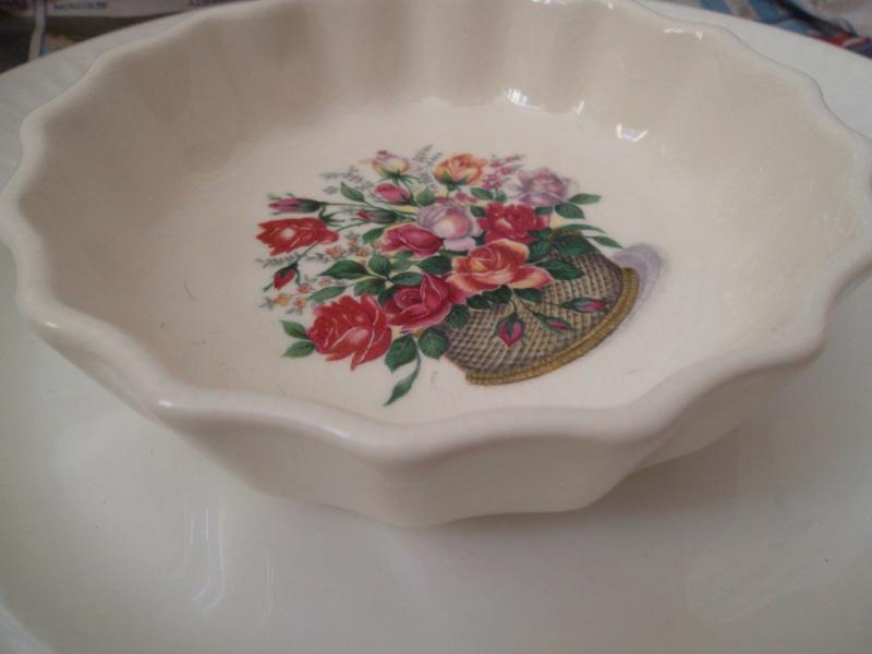 A Crown Lynn Bathroom Tumbler & Pen Pot Shape 3621 10810