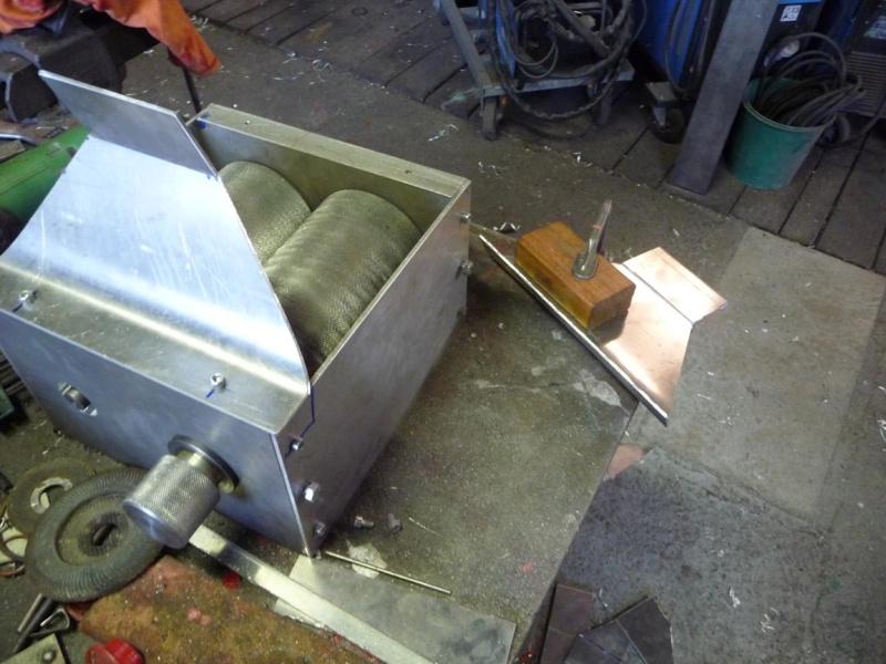 Un broyeur, où plutôt un applatisseur à grains P1040324