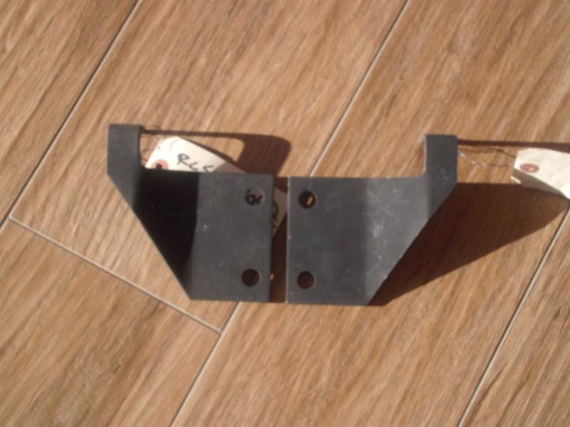 paire de supports calandre pour ECV hmmwv Gedc2110