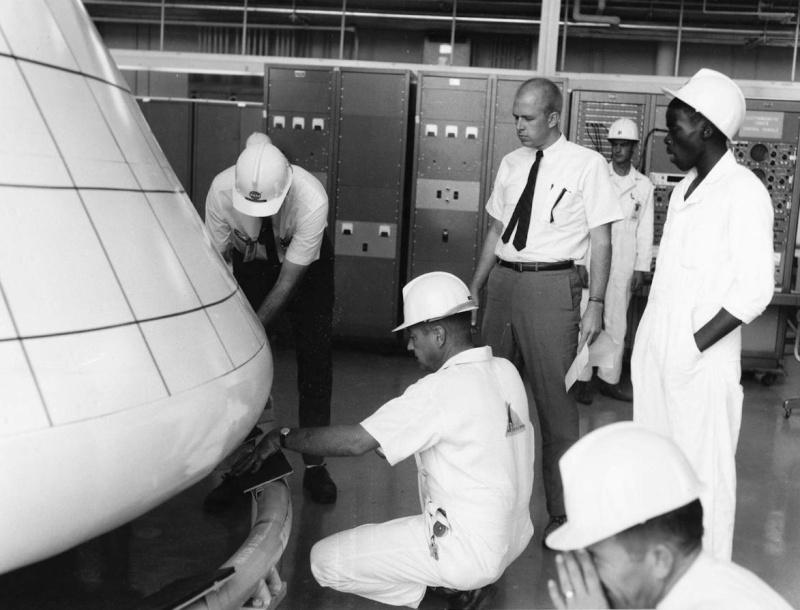 Programme Apollo (autre que les missions) - Le Programme - Rares Documents, Photos, et autres ... Apollo13