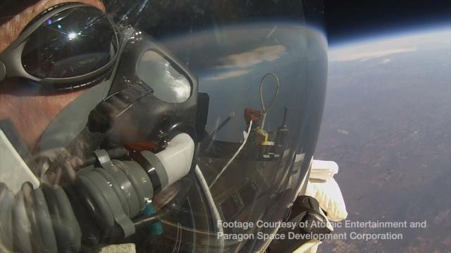 24 octobre 2014 - Nouveau record d'altitude pour un saut en chute libre Google10