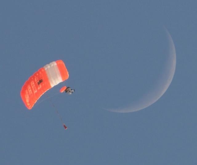 24 octobre 2014 - Nouveau record d'altitude pour un saut en chute libre Image-10