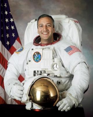 L'astronaute Michael Massimino prend sa retraite Massim10