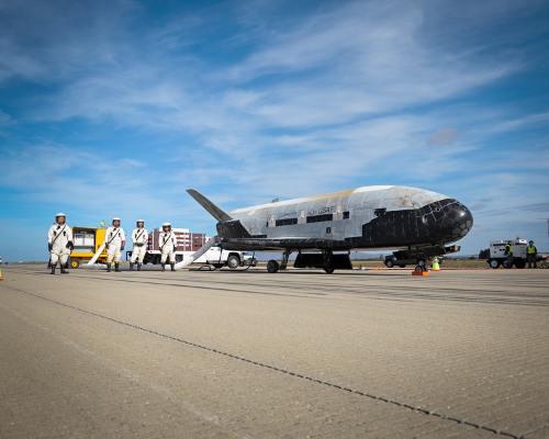 17 octobre 2014 - Retour sur Terre du X-37B après 675 jours dans l'espace Sef14-11