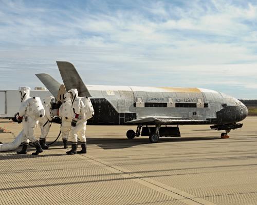 17 octobre 2014 - Retour sur Terre du X-37B après 675 jours dans l'espace Sef14-12