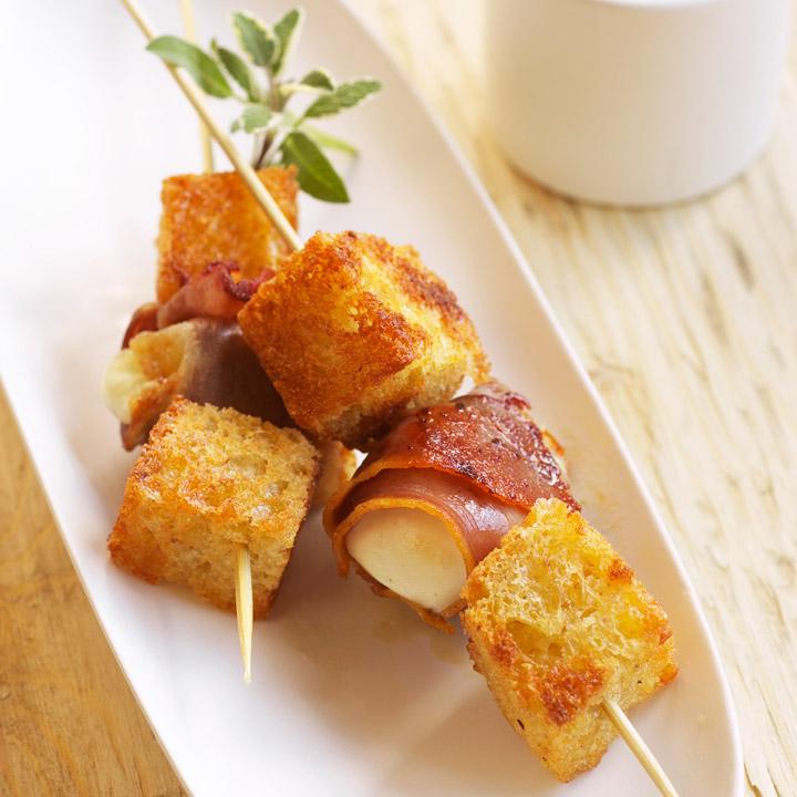 Brochettes (spadini) de bocconcini au bacon sauce aux anchois Spadin10