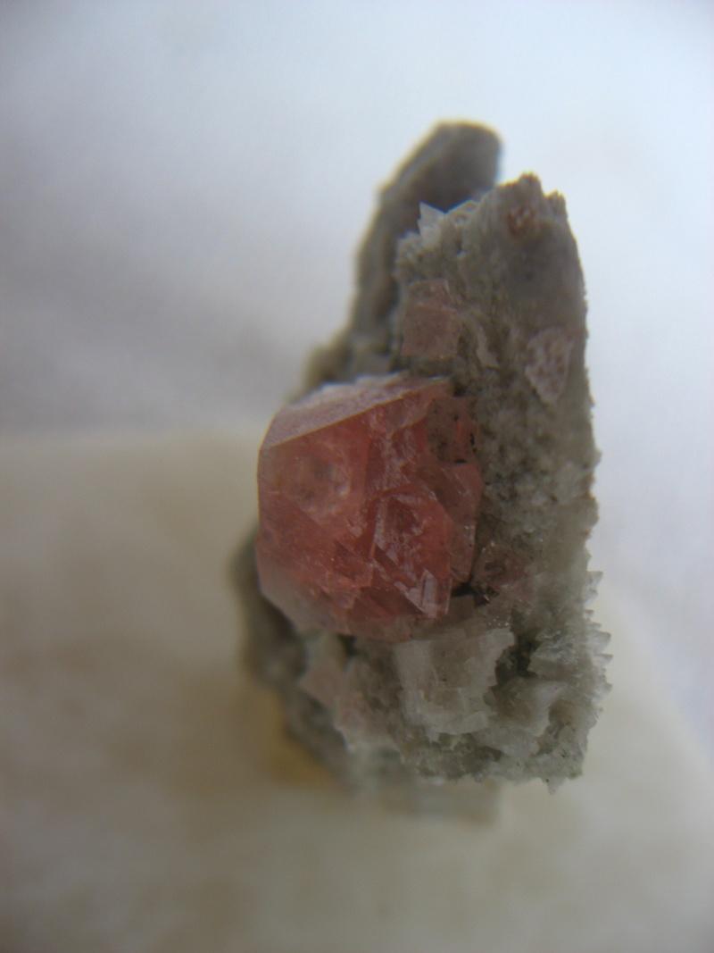 Fluorine rose du massif de l'aiguille verte (Mont Blanc) 01213