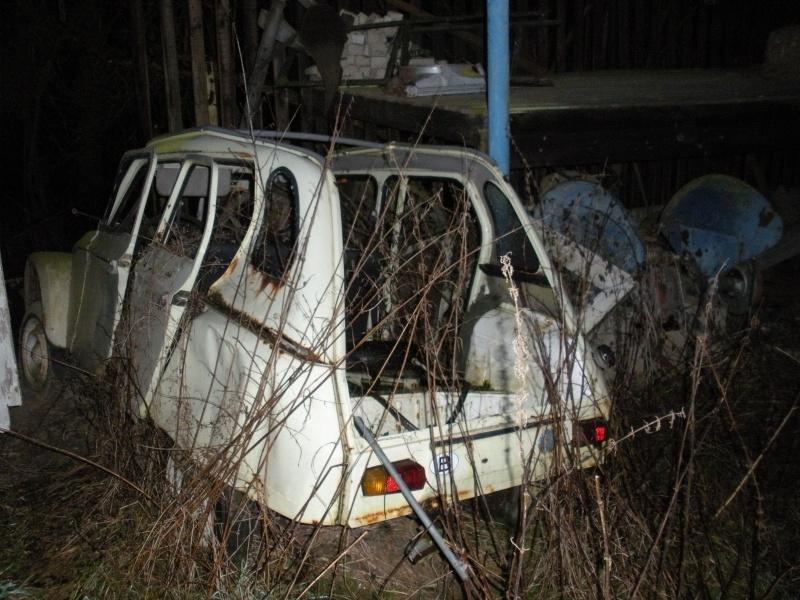 Les voitures abandonnées/oubliées (trouvailles personnelles) Dscn0011