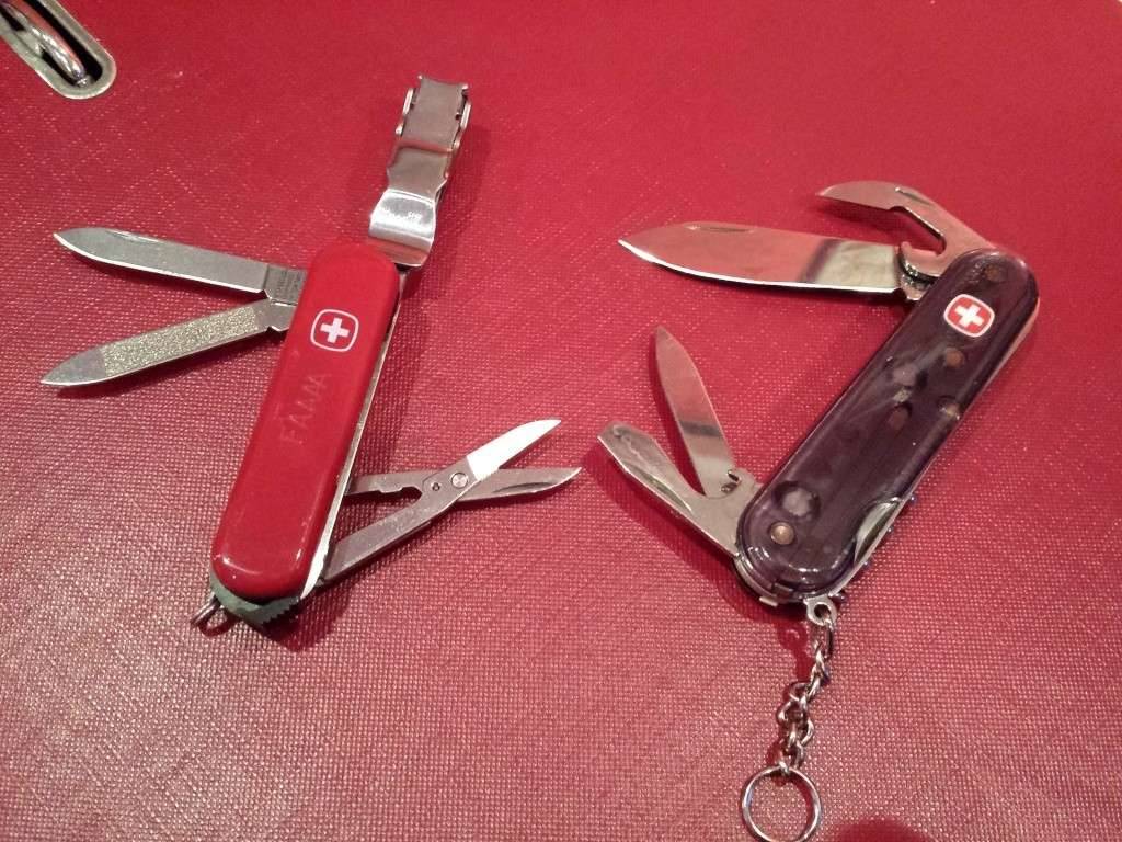2 WENGERS OFFERTS pour l'achat d'un couteau neuf..non suisse 20140912