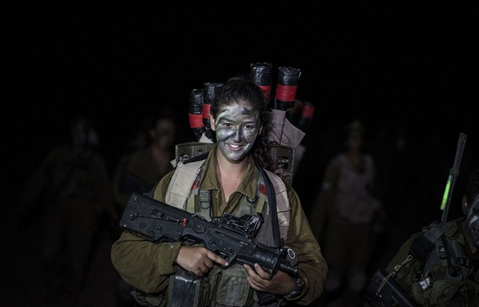 Ngắm biệt đội nữ binh sĩ Israel xinh đẹp Binh5-10