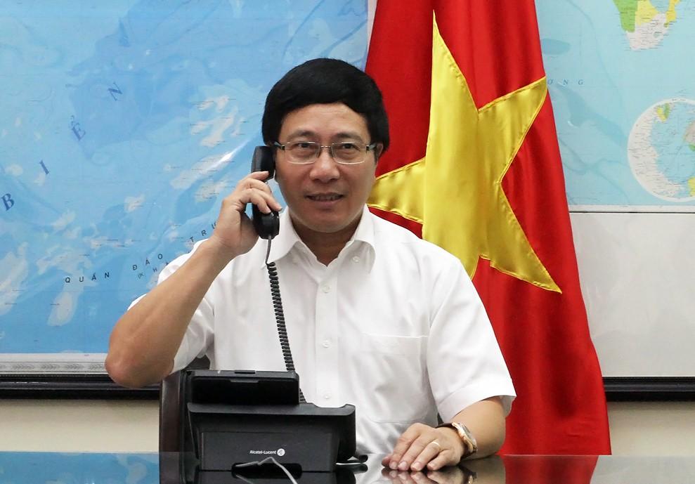 Phó Thủ tướng, Bộ trưởng Ngoại giao Phạm Bình Minh điện đàm với Bộ trưởng Ngoại giao các nước Img_7910