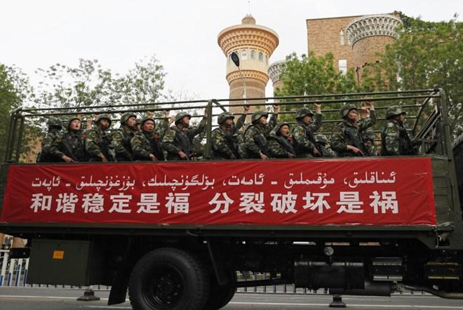 Trung Quốc bất an Xinjia10