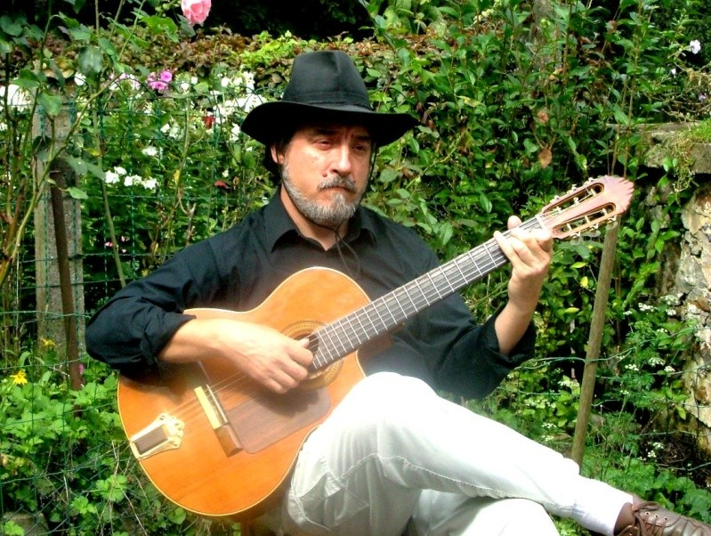 Trombinoscope - Page 9 Guitar10